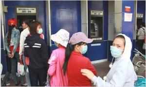 Không được thu thêm các khoản phí dịch vụ thẻ ATM