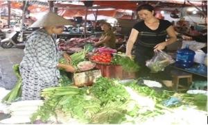 Hưng Yên: Rau xanh tăng giá sau mưa lớn