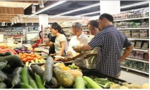 Giá thực phẩm tăng nhẹ ngày mưa bão