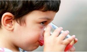 Bốn bệnh nguy hiểm trẻ thường mắc khi nắng nóng và cách phòng tránh