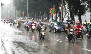 Trên đất liền và Nam Biển Đông đều có mưa và dông, đề phòng tố, lốc