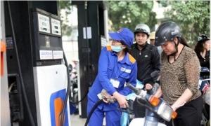 Giá xăng tiếp tục tăng hơn 300 đồng/lít