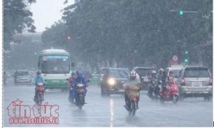Các khu vực trên cả nước có mưa rào và dông, đề phòng khả năng xảy ra tố, lốc và gió giật mạnh.