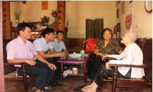 Hội Nông dân tỉnh Hưng Yên: Thăm tặng quà mẹ VNAH Nguyễn Thị Hợp, xã Trưng Trắc, huyện Văn Lâm.