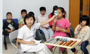 Tỷ lệ mắc tật khúc xạ ở học sinh đang ngày càng tăng cao