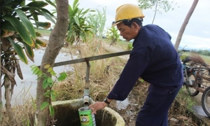 Lão nông 24 năm đắp đường làng cho dân