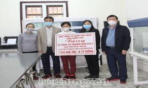 Hưng Yên: Trao hệ thống máy xét nghiệm SARS- CoV-2 trị giá 8 tỷ đồng cho ngành y tế