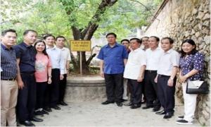 Phó Bí thư Thường trực Tỉnh ủy Đỗ Xuân Tuyên cùng đoàn đại biểu tỉnh viếng các nghĩa trang liệt sỹ tại Điện Biên và Sơn La